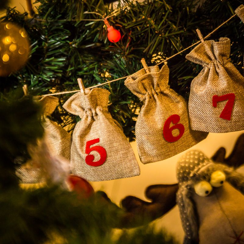 Advent calendar jute bags sized 11 x 14 cm - natural + red numbers