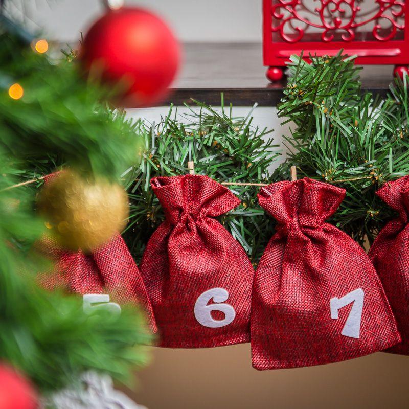 Advent calendar burlap bags 13 x 18 cm - maroon + white numbers